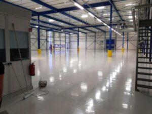 epoxy vloer geplaatst in een fabriek