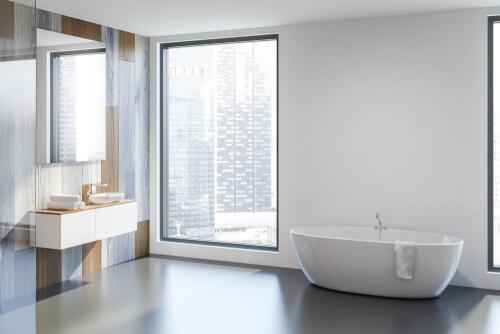 gietvloer geplaatst in een badkamer