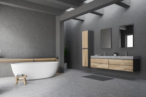 grijze gietvloer geplaatst in een badkamer